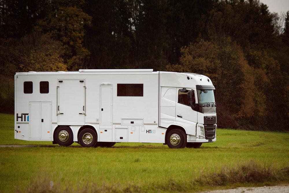 White Volvo Aniko Towers Photo 14k-11.jpg
