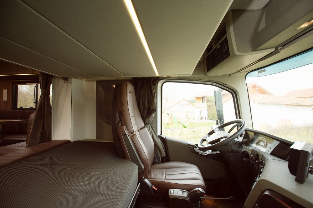 White Volvo Aniko Towers Photo 14k-57.jpg