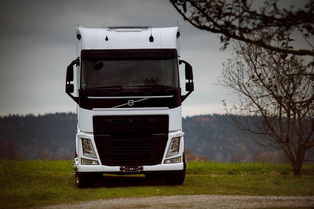 White Volvo Aniko Towers Photo 14k-193.jpg