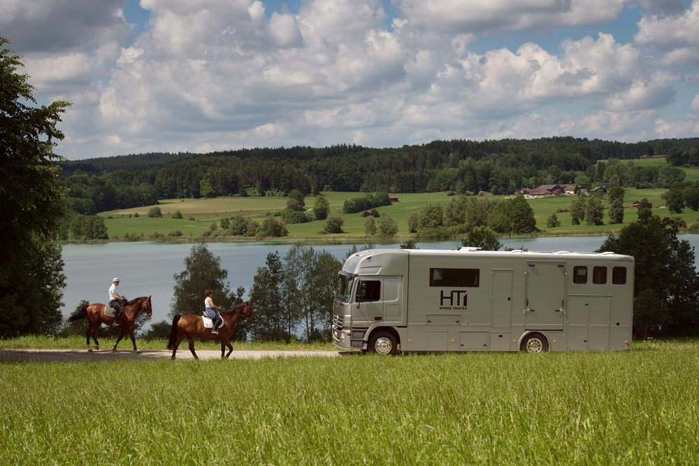 Horse Truck Actros Aniko Towers Photo 12h A-7.jpg