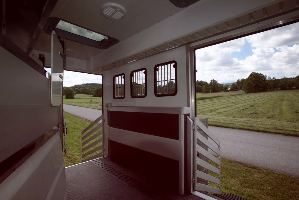 Horse Truck Actros Aniko Towers Photo 12h A-11.jpg