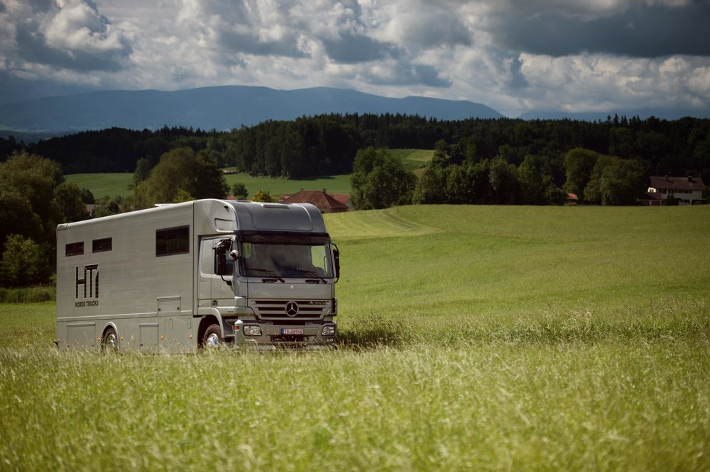 Horse Truck Actros Aniko Towers Photo 12h A-1.jpg