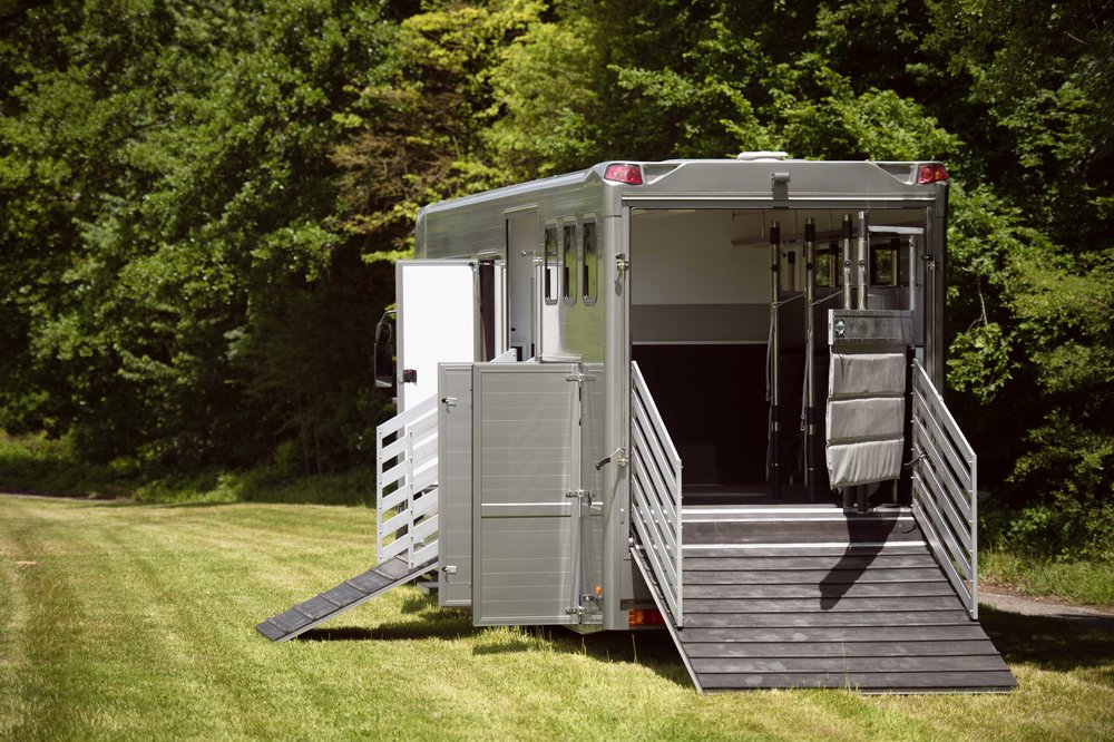 Horse Truck Actros Aniko Towers Photo 12h A-111.jpg
