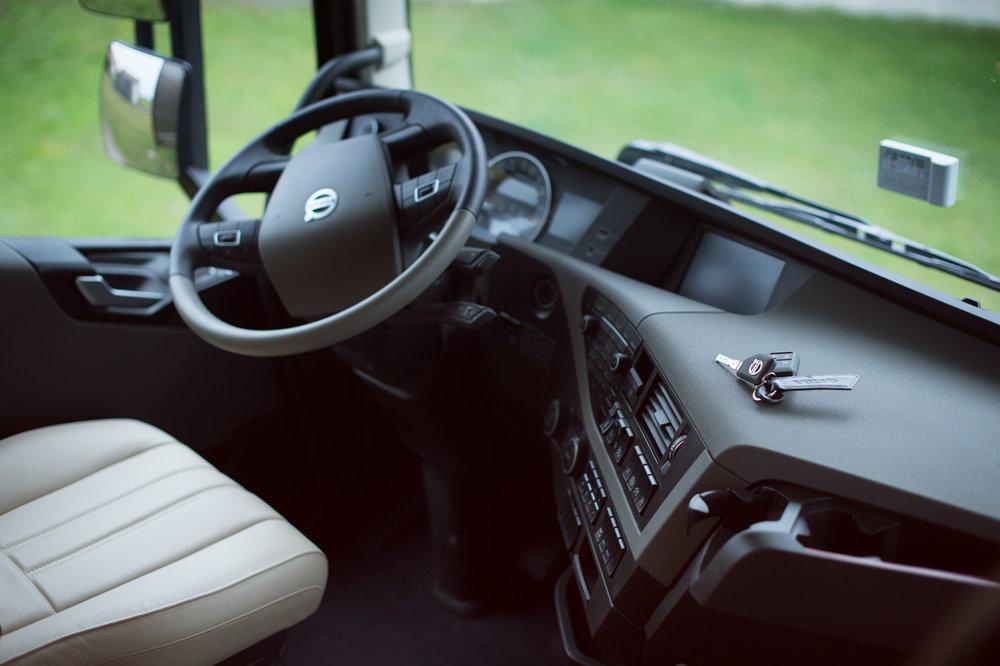 Horse Truck Volvo Aniko Towers Photo Oct17-12.jpg