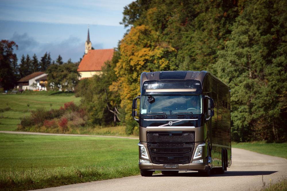 Horse Truck Volvo Aniko Towers Photo Oct17-23.jpg