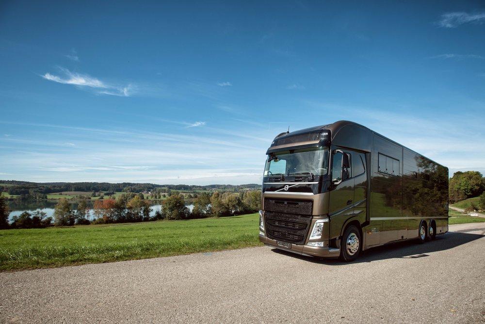 Horse Truck Volvo Aniko Towers Photo Oct17-24.jpg
