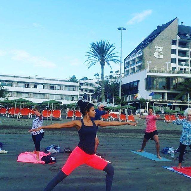 #teachtolearn #soulsunday #beachyoga #yohawk #yogibear #yogi4life #spain2017