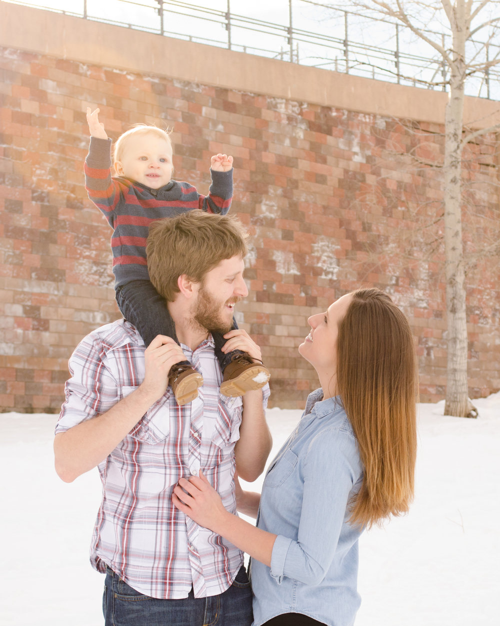 Snow family photo, play in the snow, family love