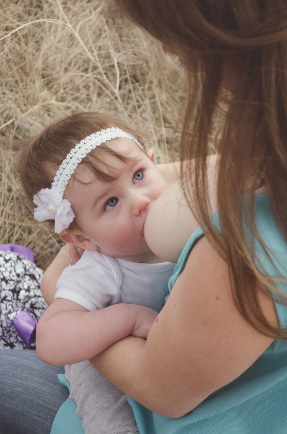 Breastfeeding sitter session, red rocks colorado, extended breastfeed