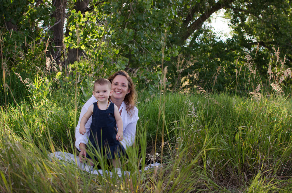 mother daughter portraiture, family photo, colorado mom in the grass