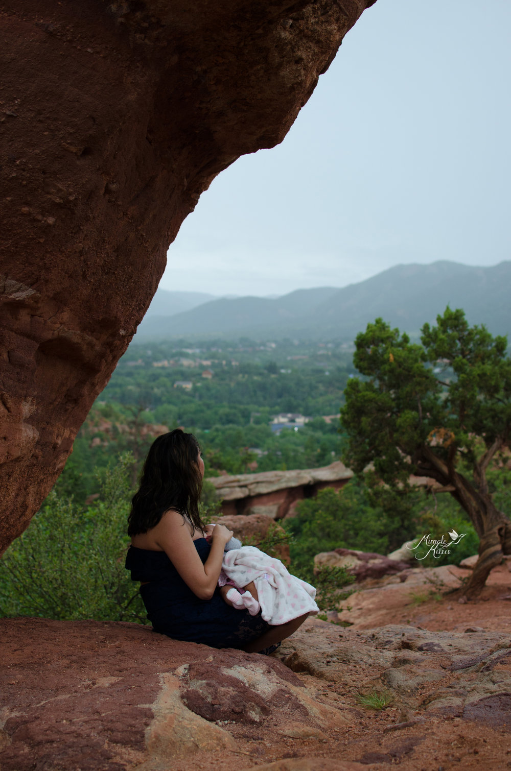 garden of the gods breastfeeding, rain photo session, nursing for the future
