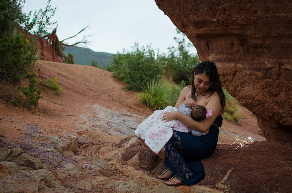 red rock photo session, colorado breastfeeding, crunchy mama