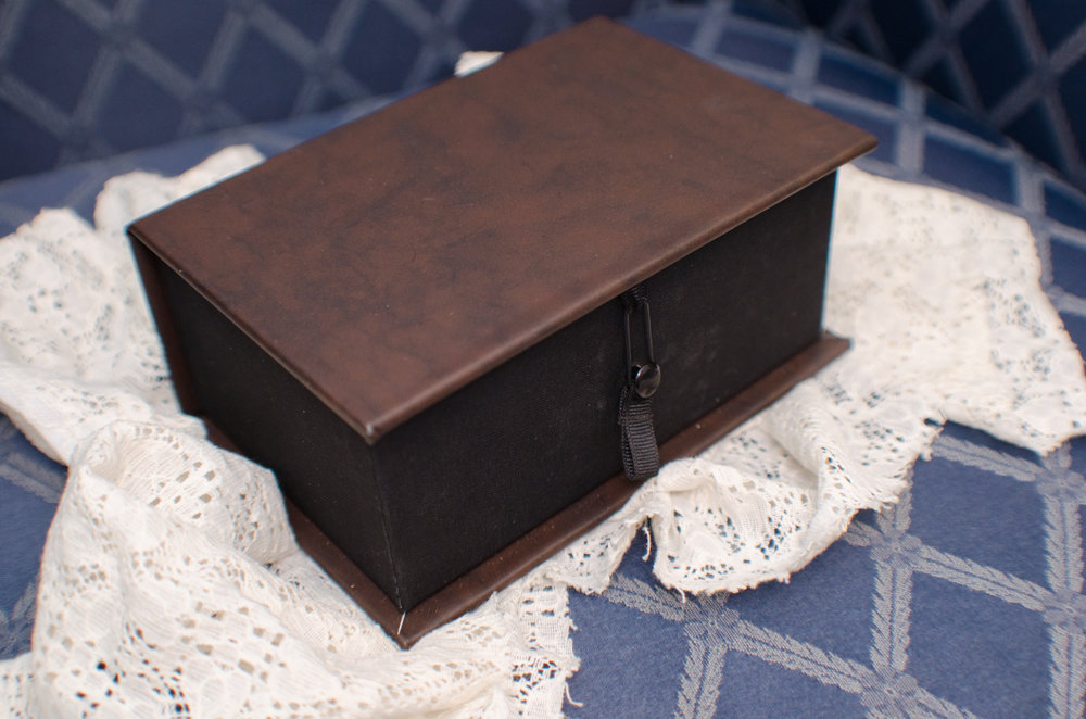 Photographer keepsake photo box