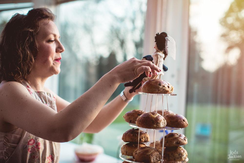 Knitted cake topper - Alternative Wedding Cake | Kate Jackson Photography