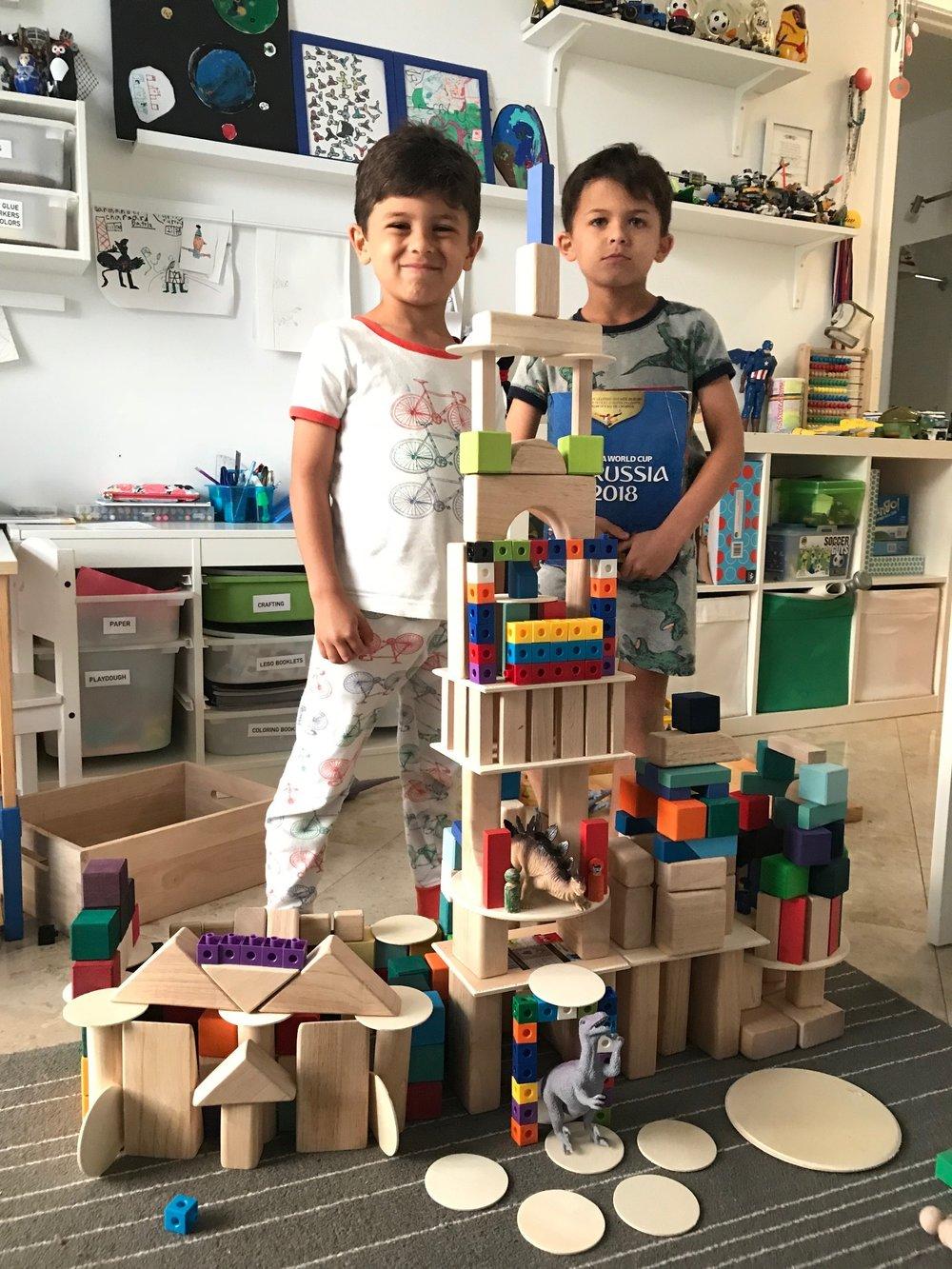 My boys, Manolo (5 yo)and Martin (7 yo)building castles.