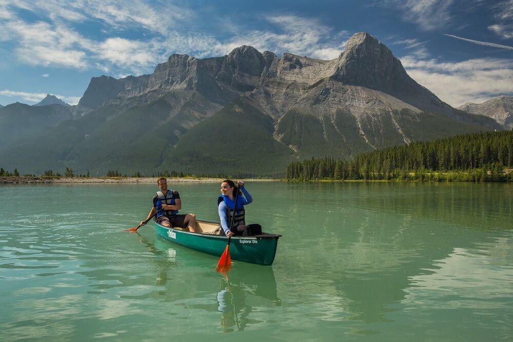 Canoeing_2Bon_2Bthe_2BCanmore_2BResevoir.jpg