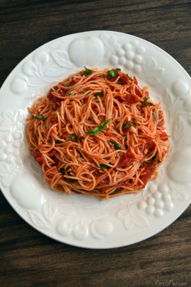 Spaghetti with Garlic Basil Tomato Sauce Wine Pairing. Spaghetti Wine Pairing | CaretoPair.com