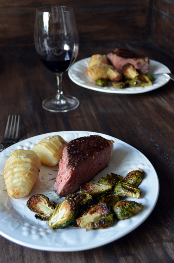What Wine to Pair with Steak and How to Make Steak in the Oven | CaretoPair.com