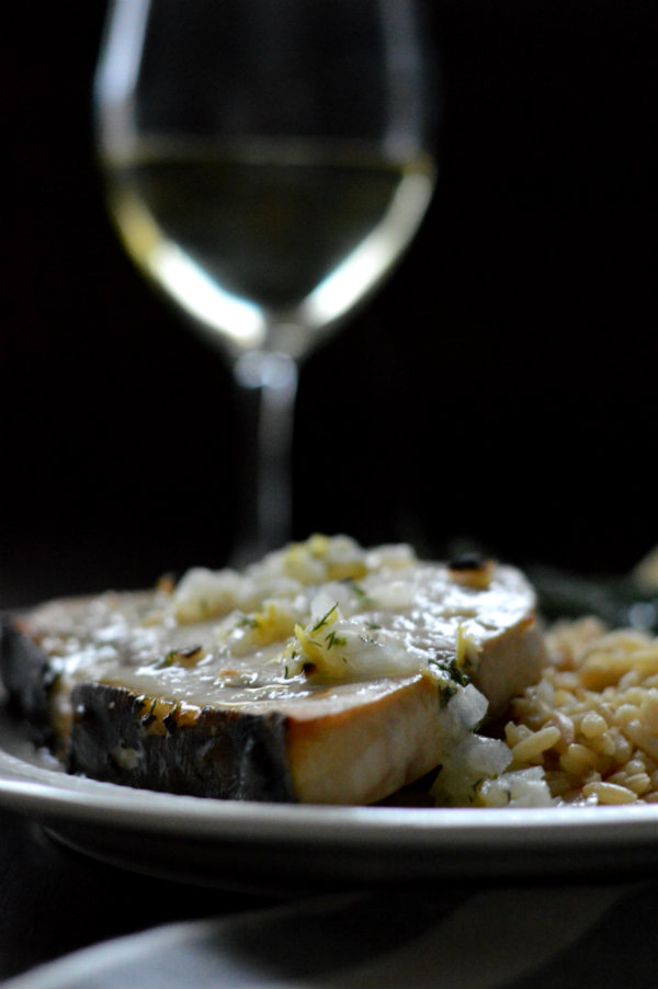 An easy swordfish wine pairing for broiled swordfish with lemon-butter sauce. Via CaretoPair.com