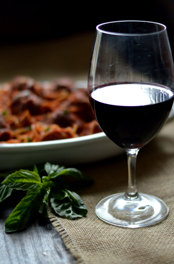 Homemade Spaghetti and Meatballs and Wine?! Yes please. The best wine to pair with Spaghetti and Meatballs are high-acid Italian Varietals like Sangiovese and Barbera | CaretoPair.com