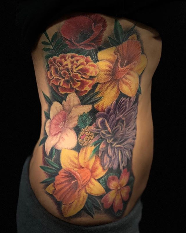 Just cause I don't post any of my color work doesn't mean I don't know how to do color..😊 I just had to post this cause I worked so hard on it..💐Enjoy! Cause I won't be posting any more color for a while😬 #ribstattoo #femaletattooartist #flowertattoo #losangelesartist #colortattoo #ribs #blackandgraytattoos