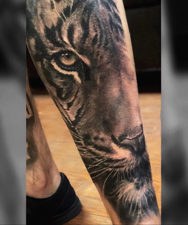 Kitty....🐯♥️ #BlackAndGrayTattoo #TigerTattoo #CaliArtist #SFValley #FemaleArtist #BlackAndGrayRealism #BlackAndGreyTattoo #Chicano #YelyBear