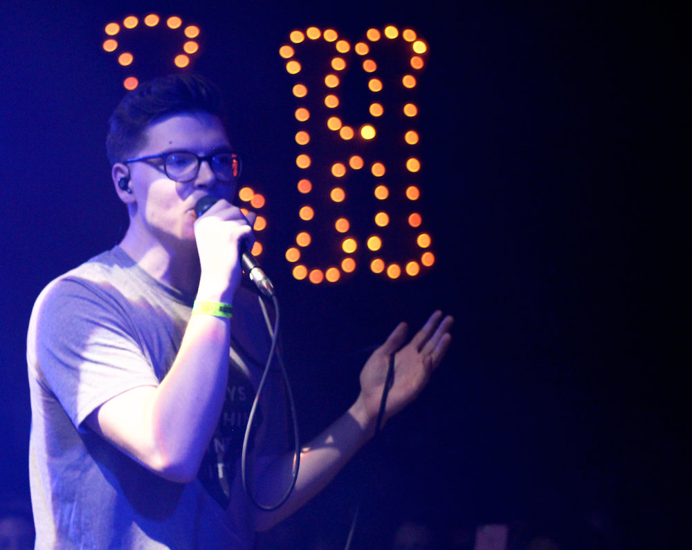 Chicago Crowd Swoons Over Soulful Kevin Garrett — ANCHR Magazine