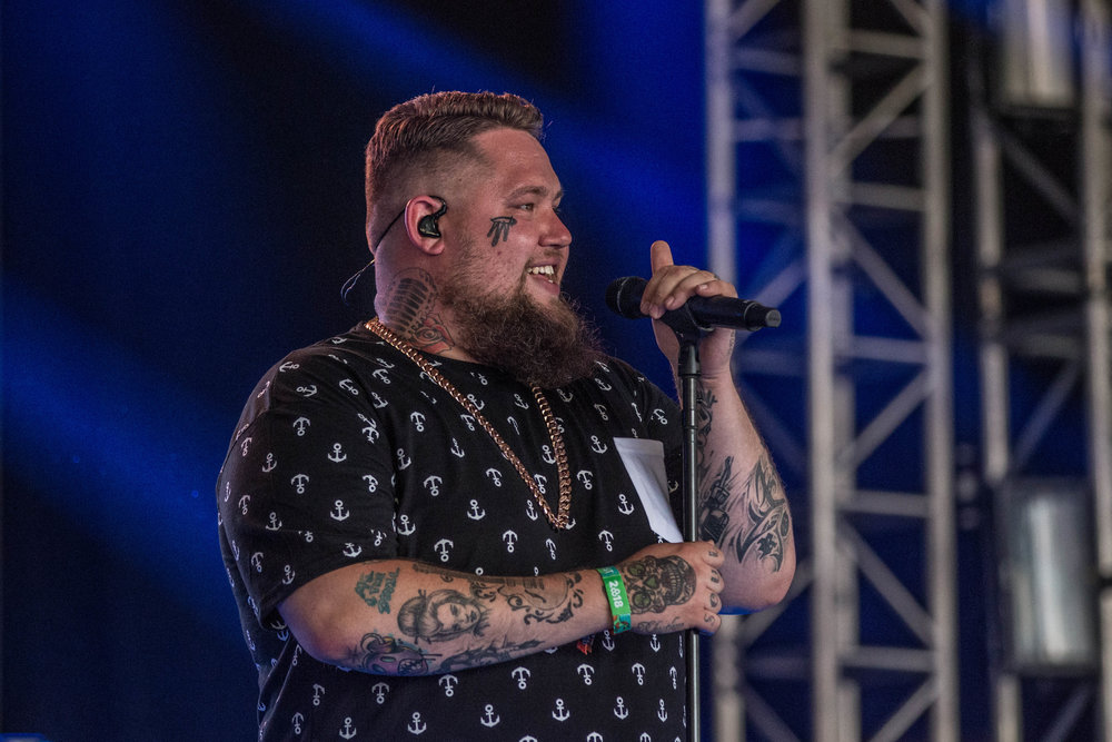 Rag'n'Bone Man at the This Tent