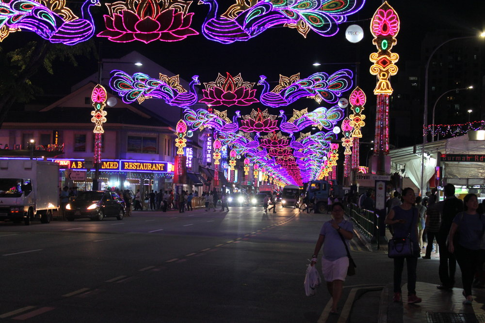 At night Little India lighting up during Deepavali