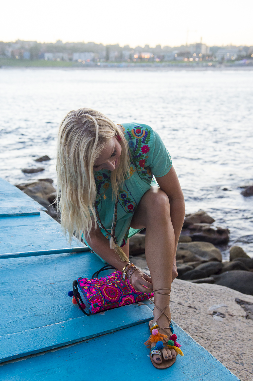 https://www.annakooiman.com/casual-cool/mint-green-gauze-embroidered-dress-yoga-beads-bright-boho-bag-pom-pom-sandals
