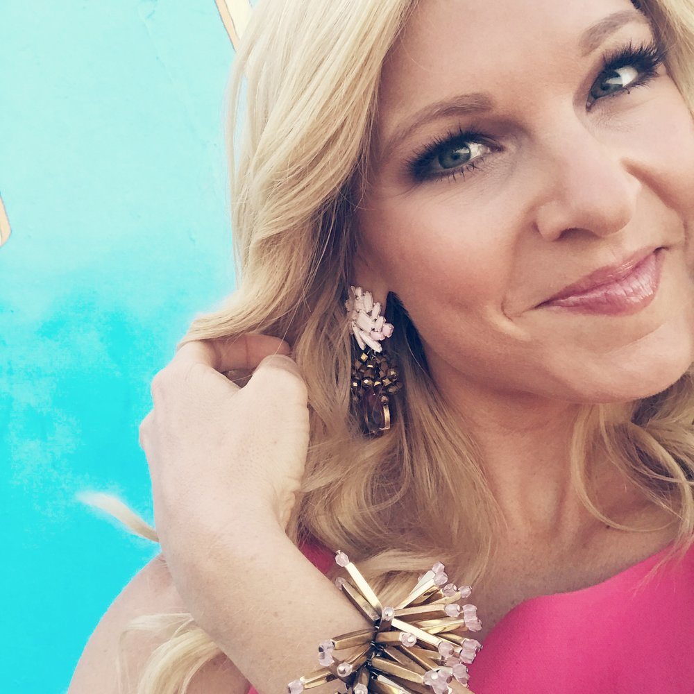 https://www.annakooiman.com/dress-to-impress/coral-black-halo-on-studio-ten