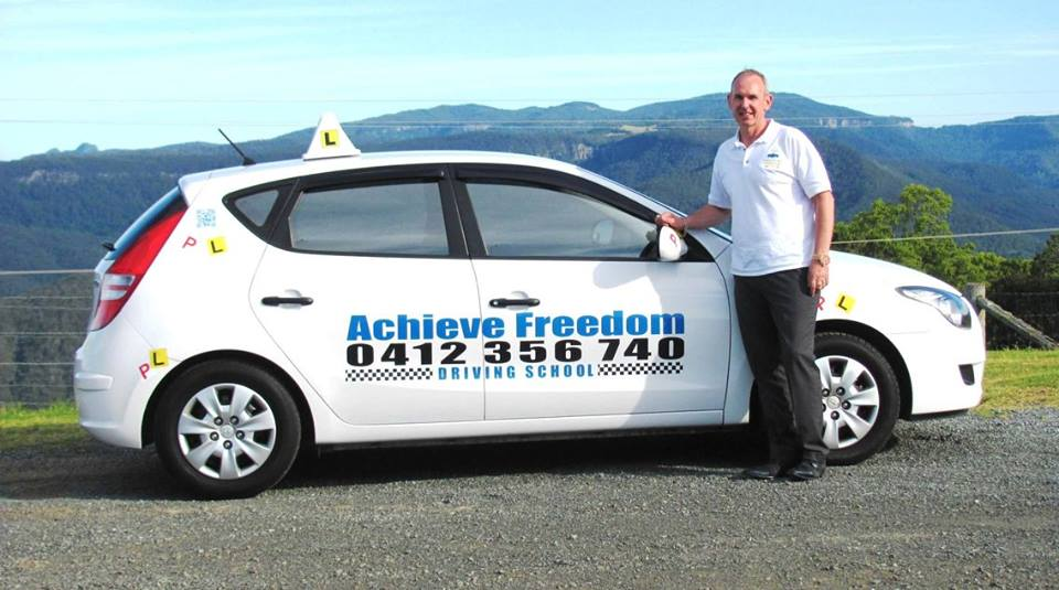 Gold Coast driving instructor, day out in the driving school manual vehicle on the mountain.