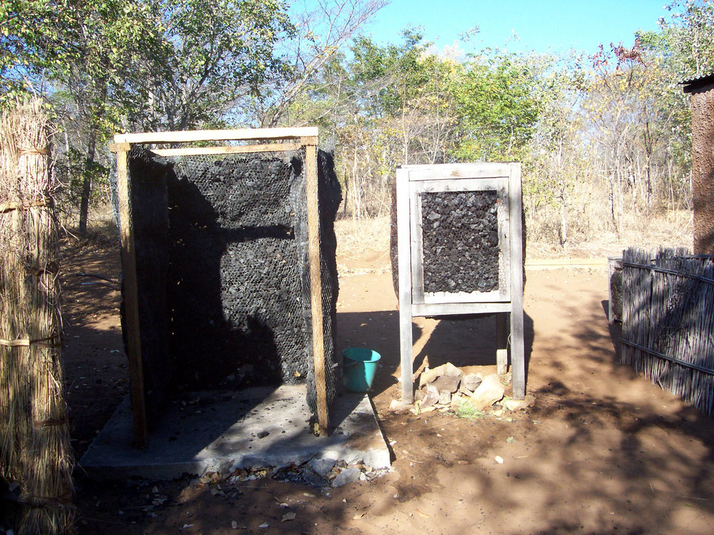 Charcoal fridge using evaporation to cool inside