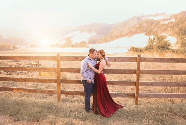 Another gorgeous engagement session !! Such an amazing couple !! Sonomacountyengagementphotographer #sonomacountyweddingphotographer #travelingweddingphotographer #dreamyengagementsession