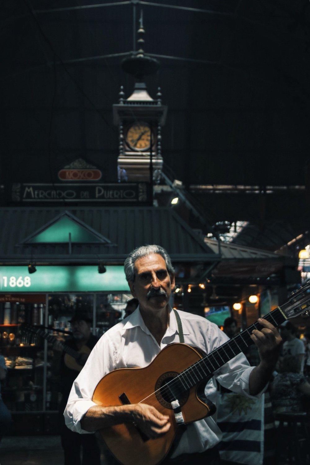 Entertainment in Mercado del Puerto