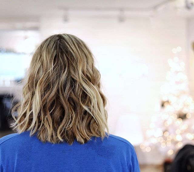 Changing lives one hair at a time...🎄✂️ Haircut by @saltyhairstylist // color coming in the future to this healthy hair! #saltyhairsalonobx #saltyhairclub #holidayhair #haircutsforwomen #outerbanks #obx #kittyhawk #salonlife #behindthechairstylist #behindthechair