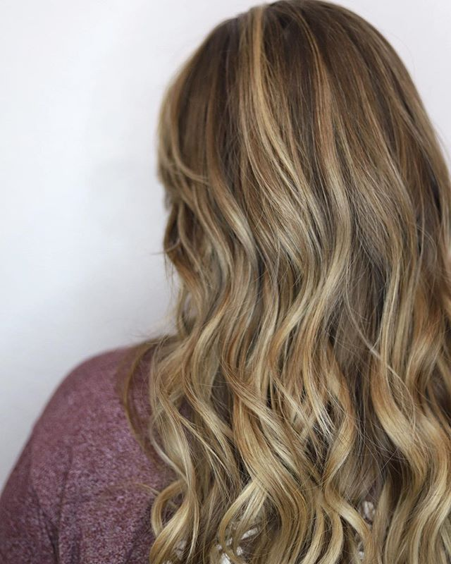 A couple more openings next week before Christmas! Balayage 🍫🍦 by @saltyhairbyshea today. #saltyhairsalonobx #saltyhairclub #balayage #balayageandpainted #behindthechair #obx #outerbanks #outerbanksnc #obxhair