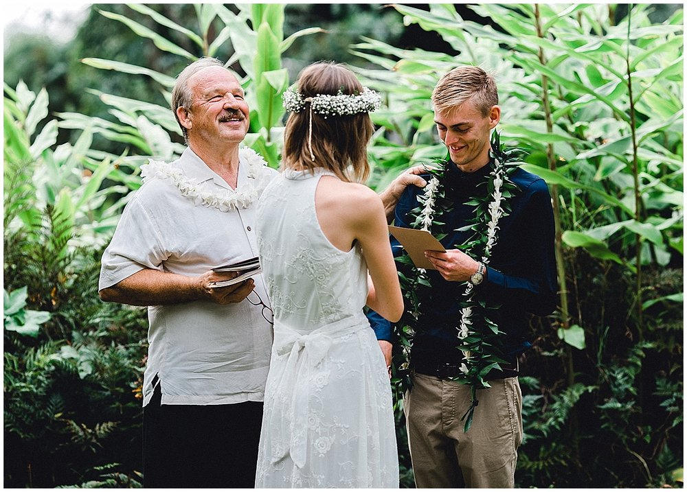 Maui groom saying his vows