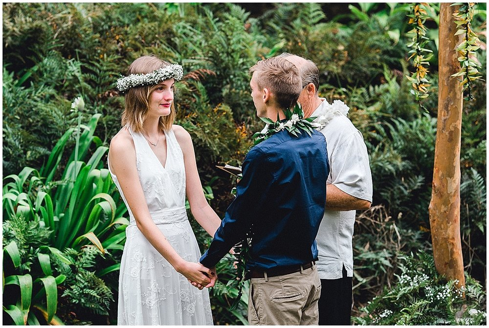 Maui bride saying her vows