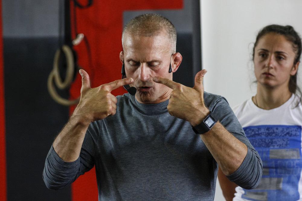 Steve Maxwell  Donosi svoje više decenijsko iskustvo iz borilačkih sportova kao i iskustvo u radu sa velikim brojem klijenata kao trener BJJ i kondicioni trener.  Ovo mu je drugo učešće na SCCS Belgrade konferenciji.