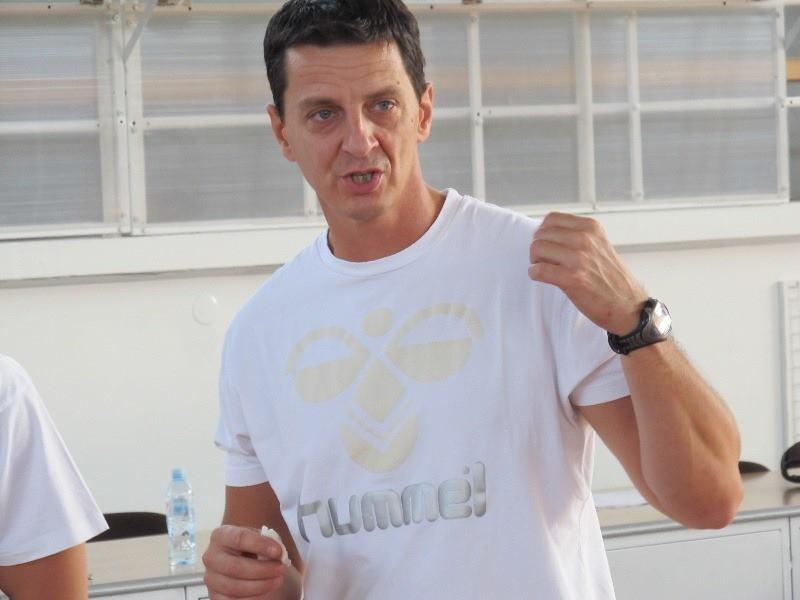 Nenad Njaradi  Kondicioni trener Španske fudbalske ekipe SAD Deportivo Alaves, pre toga je radio u Fudbalskom Klubu Apatin, kao i sa ženskom rukometnom reprezentacijom Srbije i vrhunskim klubovima kao što su Vardar Skopje i mnogi drugi.  Prvo učešće na SCCS Belgrade Konferenciji.