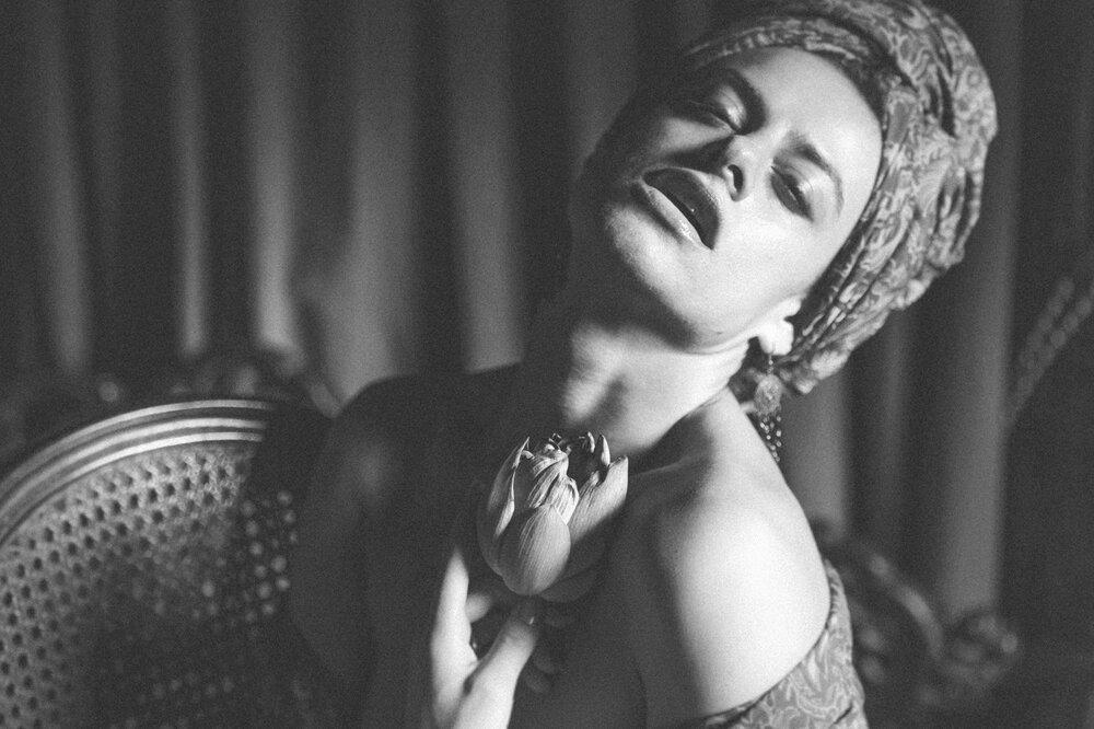 vintage-nude-nudes-black-and-white-art-elena-levon-vietnam-photography-villa-antique-2.jpg