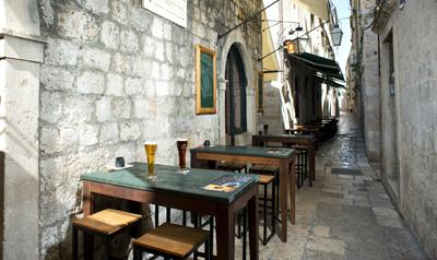 Karaka pub 1.jpg