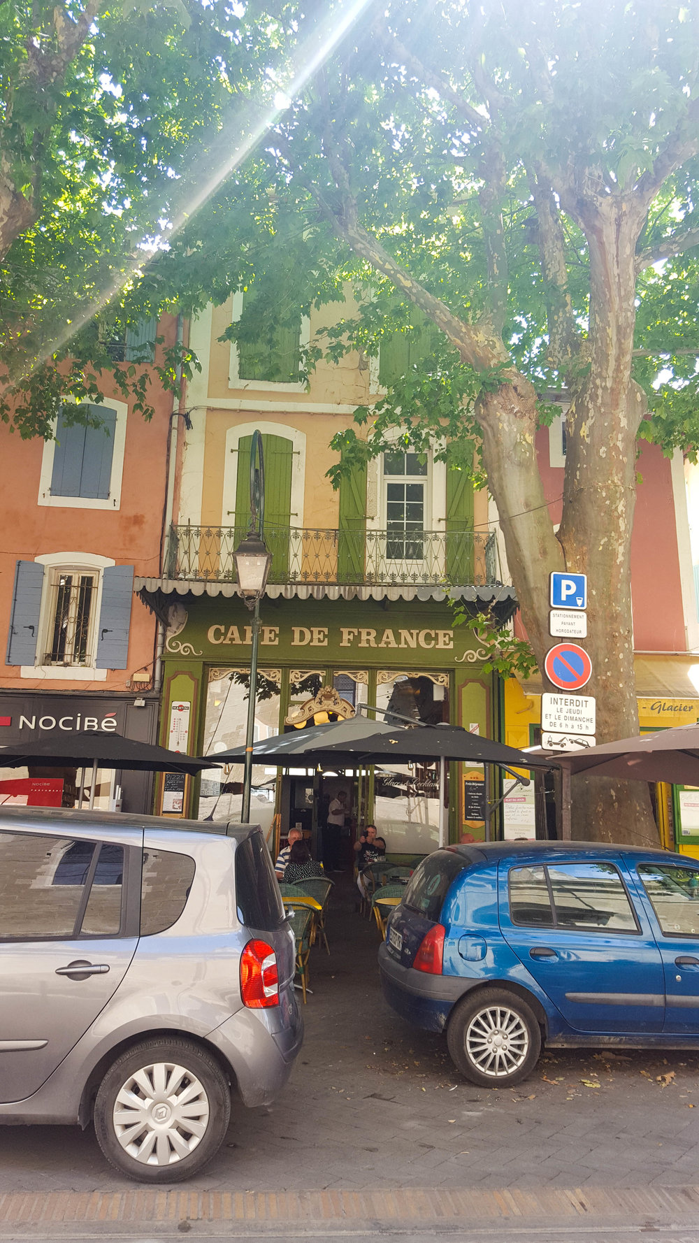 What a cliche! A delightful cafe in the nearby town of L'Isle-sur-la-Sorgue