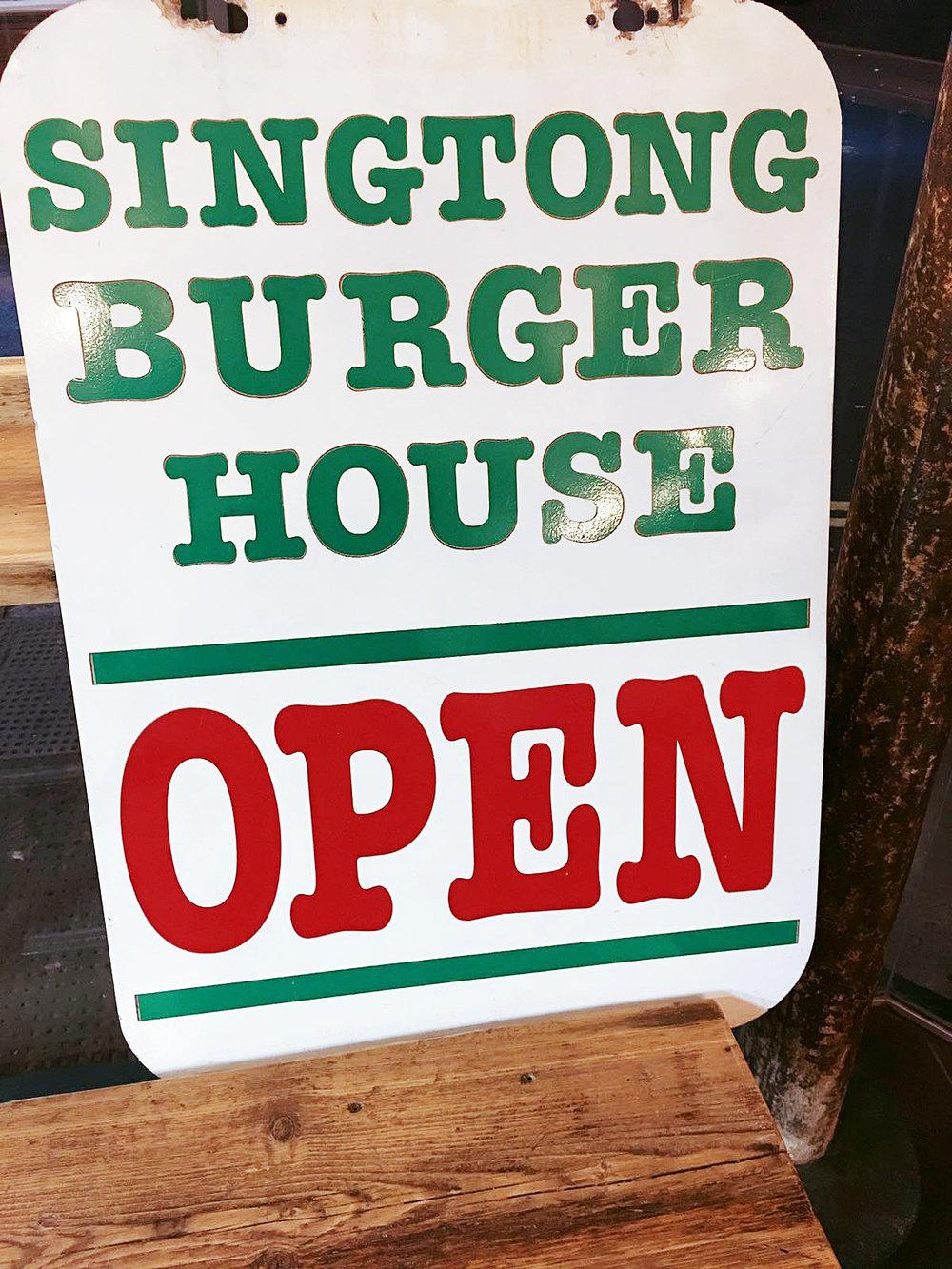 Singtong burger house is Open!