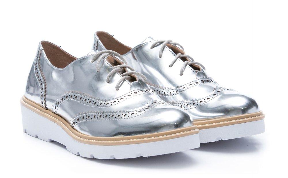 https://amaro.com/p/sapato-oxford-white-sole/prata