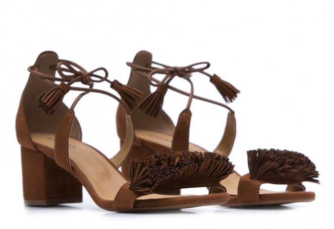 Sandália Salto Grosso Fluffy, R$ 179,90
