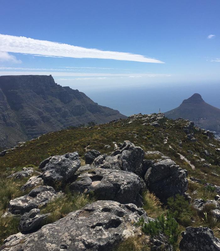 Topo da Devil's Peal, à esquerda Table Mountain e à direita Lion's Head - Foto: Arquivo Pessoal
