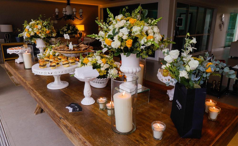 A mesa de comidinhas light como mini sanduíche de brioche e berinjela defumada - Foto: Celso Junior