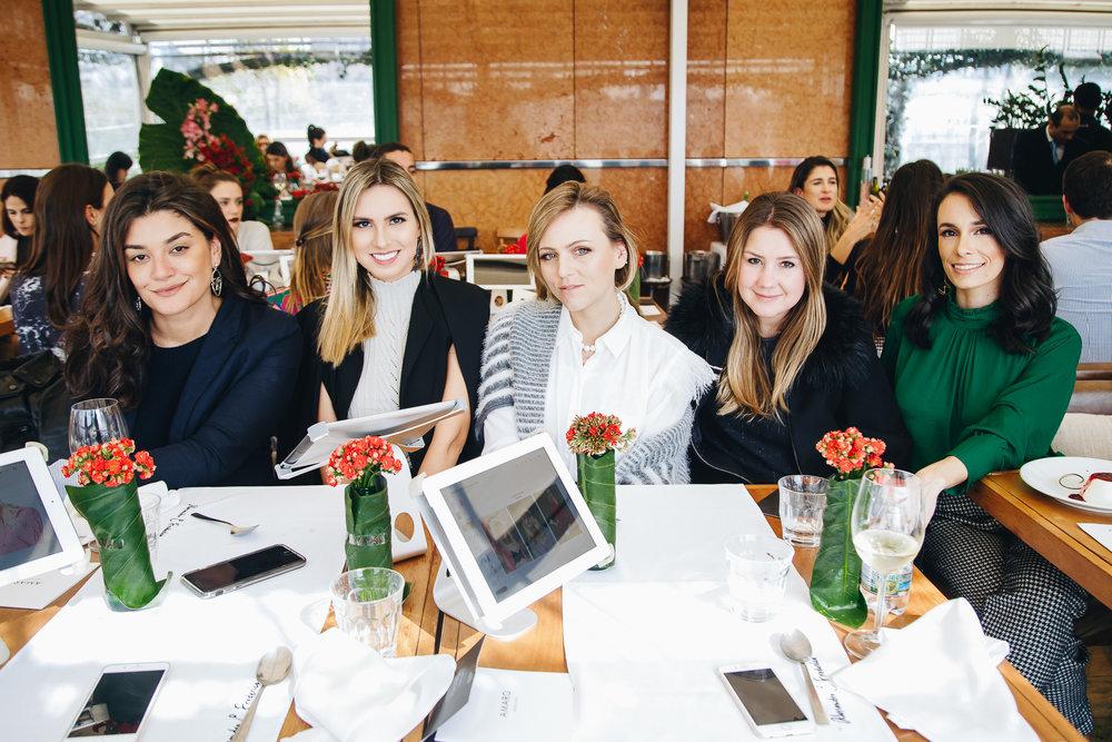 Giovana Meyer, Rafaella Rühle, Dani Machado, Mariana Smolka e Camila Amaral.
